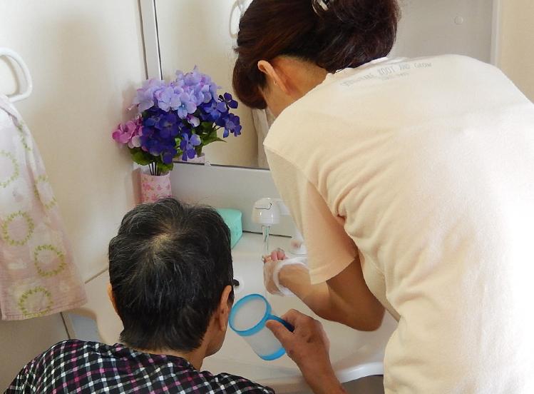 特別養護老人ホーム 1日の過ごし方 朝食と口腔ケア